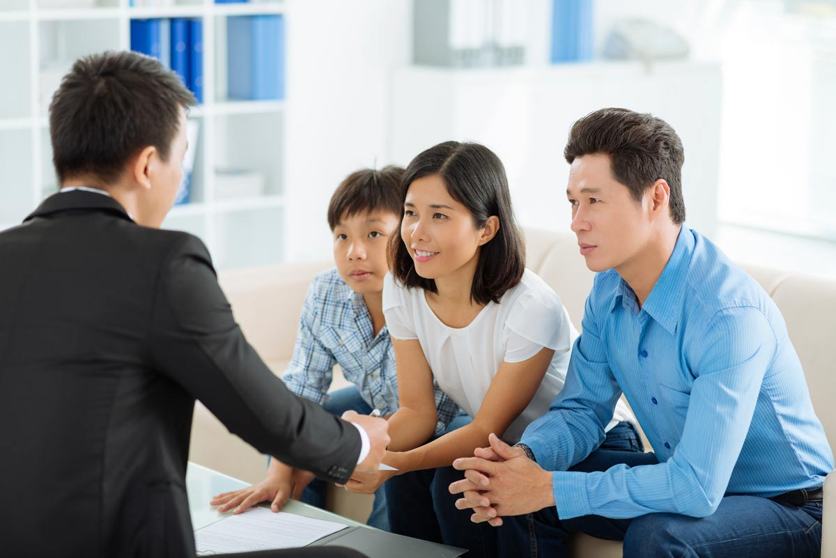 REH-Real-Estate-Real-Estate-Agent-Luxury-Real-Estate-Selling-Your-Home-Hire-The-Right-Agent-Family-Meeting-Asian