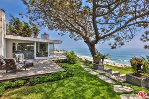 Shaun-White-Malibu-CA-Home-For-Rent-lawn-beach-path-768x512